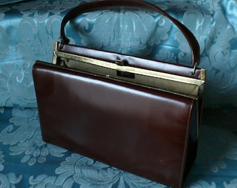 English Vintage 50's Handbag. Fabulous Leather Handbag, with Quality Suede Lining and Interior Zip Pocket