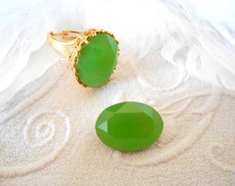 Matte green Crystal faceted 13 x 18 mm cabochon.