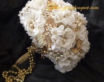 GOLD BROOCH BOUQUET, Vintage Gatsby Wedding Bouquet, Ivory and Gold Brooch Bouquet, Gold Jeweled Bouquet - Deposit Only