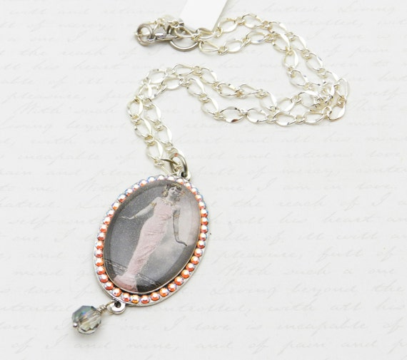 Romantic Mata Hari Cameo Pendant with  Swarovski Crystals in Silver-plated Mounting JF1088