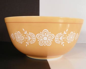 Pyrex Butterfly Gold Mixing Bowl 403 Yellow White Flowers 2-1/2 quart