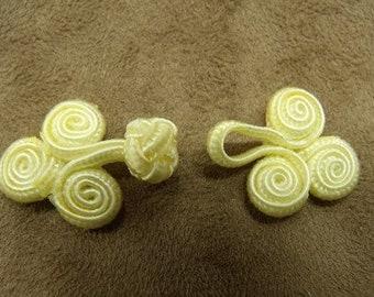 Brandenburg button - Yellow straw