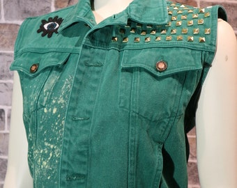 Jacket without sleeves Studded with Tiger and Eye Stamp