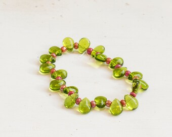 """Holly Inspired Stretchy Bracelet - Green Glass Leaves with Red """"Berry"""" Beads"""