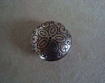 Silver patterned round Pearl tone on tone