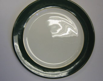 Aynsley, bone china plate in the Evergreen design
