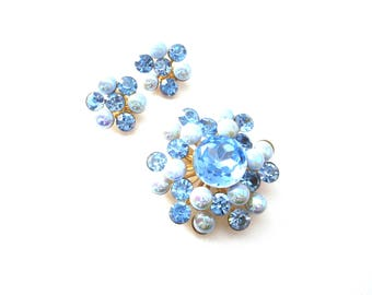 Unmarked Gold Tone Metal Faceted Glass Blue Rhinestone and Iridescent Blue Cabochon Vintage Demi Parure Large Brooch & Clip On Earring Set