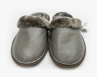 Slippers of sheepskin with leather