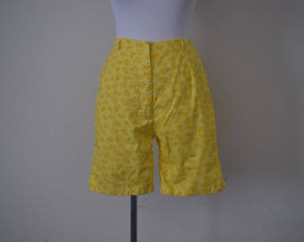 FREE usa SHIPPING Vintage 70's shorts/ floral shorts/ yellow shorts/ classic high rise/ golf shorts/ size S