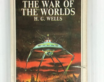 The War of the Worlds by HG Wells - Vintage Paperback 1967 Magnum