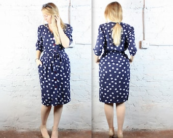Navy and White Hourglass Spring Dress with Pockets and Waist Tie in Women's Small or Medium . Karin Stevens Blue Scribble Polka Dots 1980s