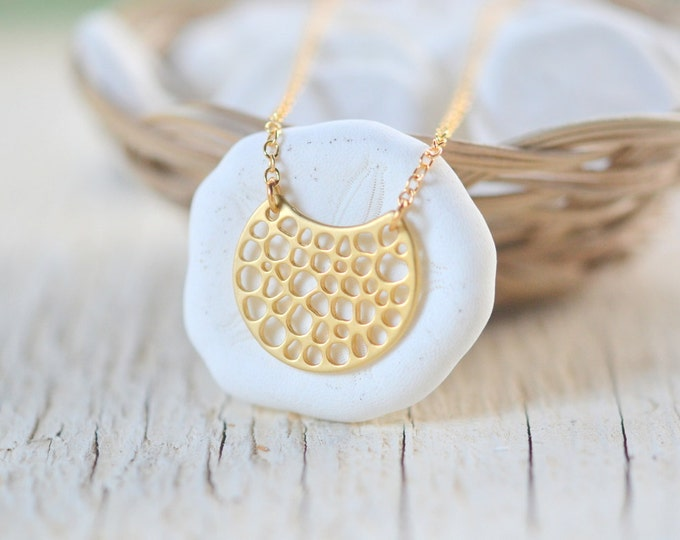 Gold Crescent Pendant Necklace. Simple Gold Necklace. Moon Pendant Necklace. Layering Jewlery. Jewelry Gift.