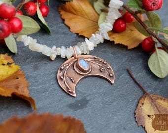 Crescent moon bronze pendant with Moonstone cabochon / Moon necklace / lunar jewellery / Strega Fashion / unique one of a kind OOAK
