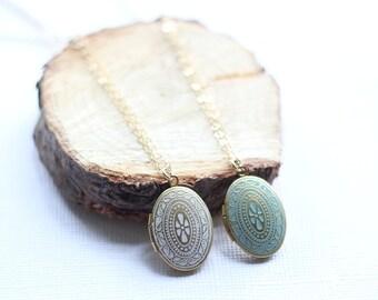 Vintage Locket Necklace-Painted Gold Locket Necklace-Bohemian Necklace-Picture Locket Necklace-Photo locket Gold-Gold Filled
