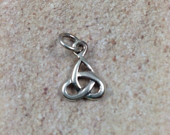 Celtic Knot Charm, sterling silver, 1 charm, 10mm