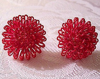 Pink Red Spiral Pierced Earrings Gold Tone Avon Vintage Star Sparkle Round Studs