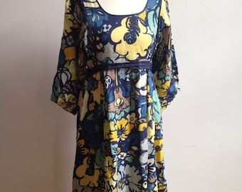 Cute 70s print summer dress