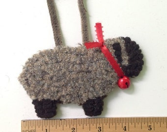 Primitive Hooked  Sheep Ornament TO102