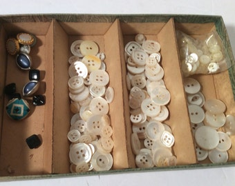 Lot of assorted buttons - mostly mother of pearl