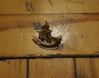 Nice Golden Boat Vintage Brooch