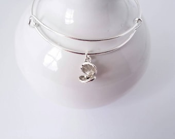 Oyster with pearl single charm bangle bracelet