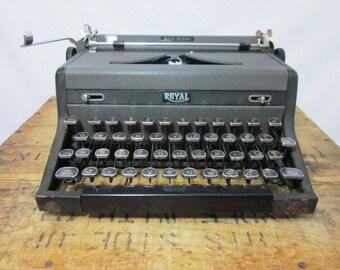 Industrial 1948 Royal Quiet De Luxe Display Typewriter