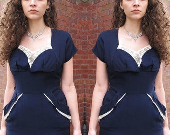 Vintage 1950s Navy Dress Floral Beaded Rhinestone Dress Blue Cream Sweetheart Neckline Piping Pockets Wiggle Bombshell Pin Up Dress Midi M