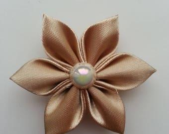5 cm fleur tissu de satin beige   petales pointus