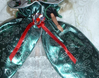 1995 Blonde Holiday Barbie Emerald Green Dress And Poinsettias