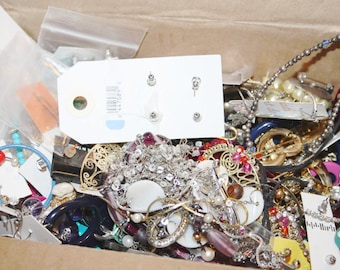 1KG Broken Jewelry Lot, Junk Jewelry for Assemblage, Steampunk Supplies, Junk Drawer Lot, Jewelry Pieces, Vintage Jewelry, Broken Necklace