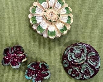 4 Acrylic Flower Buttons - Green, Ecru, Berry