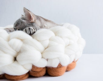 White Teracotta Round Cat Basket, Chunky Cat Bed, Merino Cat Cot, Chunky  Knits