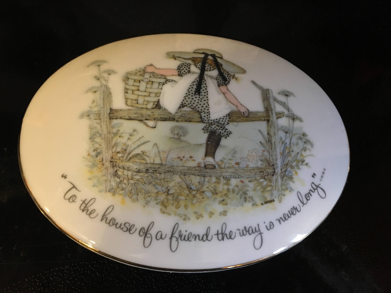 Holly hobbie porcelain wall plaque description holly hobbie genuine porcelain reviewsmspy