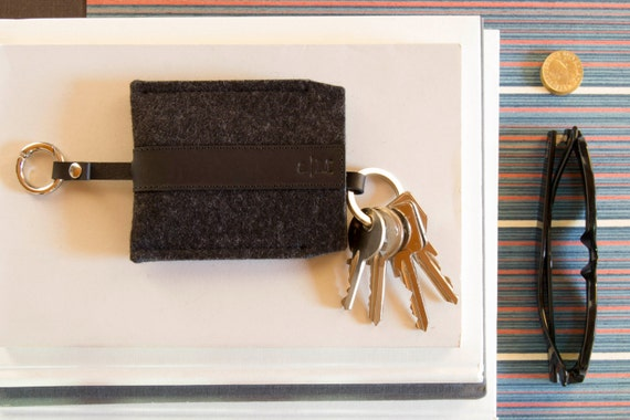 Felt and leather KEY HOLDER, key case, charcoal and black, wool felt, handmade, made in Italy