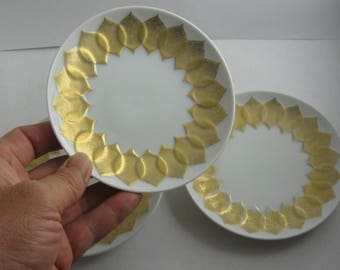 Rosenthal Germany. 2 (+1) small porcelain plates / confectionery plates. Lotus Gold Leaf. Bjorn Wiinblad. Ø 11.4 cm. 1970s to 80s. VINTAGE