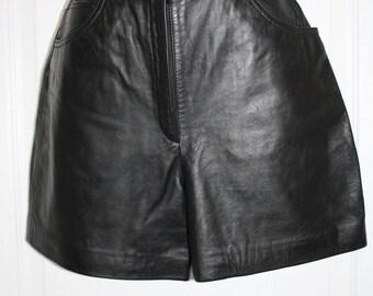 Vintage 90's black leather Shorts SZ 4