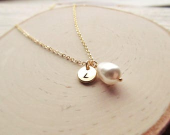 Initial and Pearl Necklace, Gold Personalized Pearl Jewelry, Round Initial Disc, Pearl Bridesmaid Gift, Gold Letter with Pearl Drop Pendant