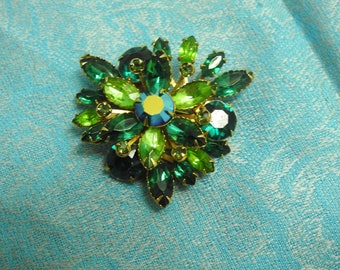 stunning estate colors of the forest green rhinestone starburst brooch,collectable jewelry,vintage brooch,gift for her,rhinestone jewelry