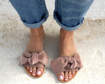 bow sandals in beige leather