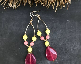 Earrings CANDY YELLOW. Earrings with gemstone agate fuschia, Jade Yellow, strawberry quartz and Wirewrap earrings.