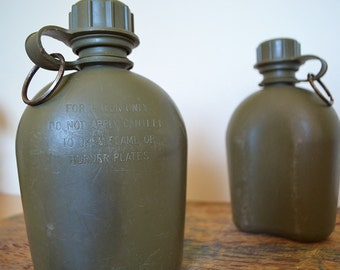 Vintage US Military water canteen