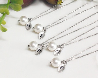 white pearl necklace,7,8,9,10 set, Initial necklace , Bridesmaid gift, bridesmaid jewelry, Swarovski Pearl Charm, bridesmaid gifts