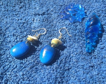 Handmade dangle earrings with sea pebbles!