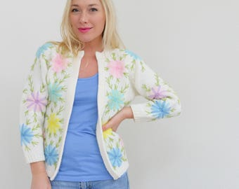1960s Spring Floral Cardigan Sweater // Size Extra Small to Small