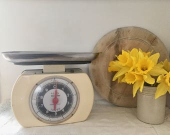 Retro 1960's Tower kitchen scales.