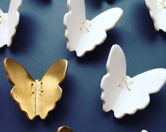 3D Butterfly wall art Gold and white porcelain ceramic butterflies Large wall art Wall sculpture Set of 11 butterflies with metal wire