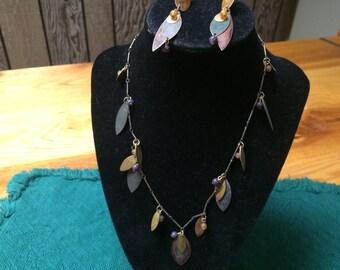 Vintage Goldtone Leaf Design Necklace and Earring Set, 18'' Long