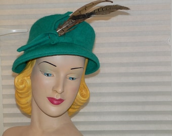1940's Green Hat with Feather Trim Tilt Hat