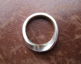 Mobius strip twist ring in silver