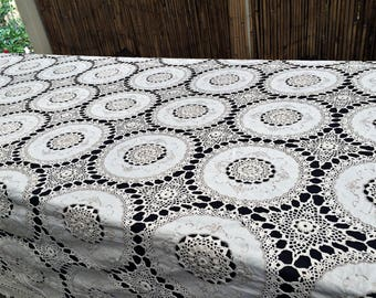 Crochet Tablecloth. Lace Tablecloth. Embroidered Banquet Tablecloth. Vintage Embroidered Ivory Linen Tablecloth with Crochet Lace. RBT2860